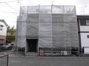屋根カバー工法と外壁塗装の施工の様子1