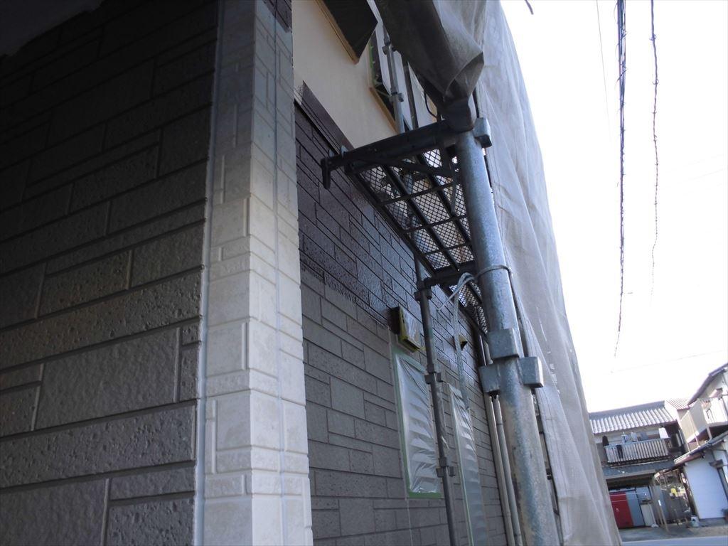 屋根カバー工法と外壁塗装の施工の様子2