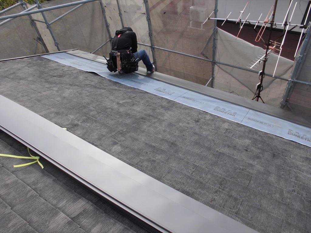 屋根カバー工法と外壁塗装の施工の様子4