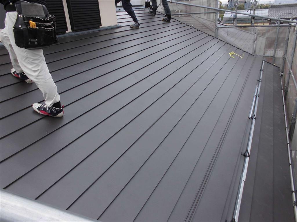 屋根カバー工法と外壁塗装の施工の様子6