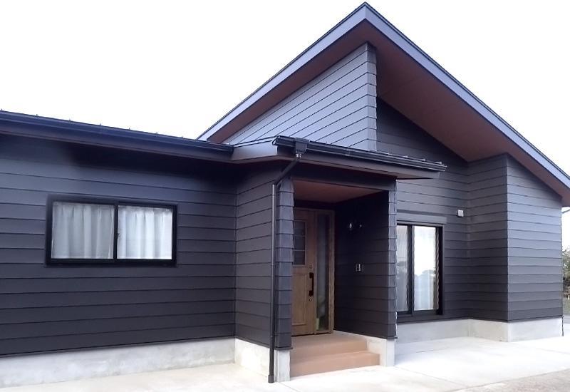 インナーガレージのある平屋の家(外観1)