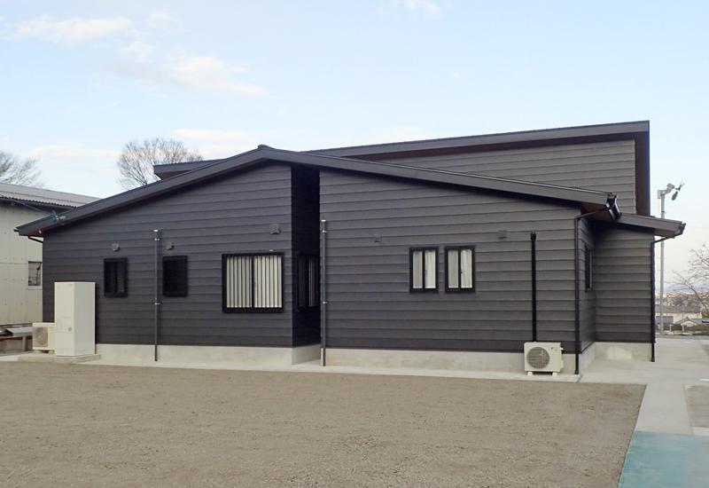 インナーガレージのある平屋の家(外観3)